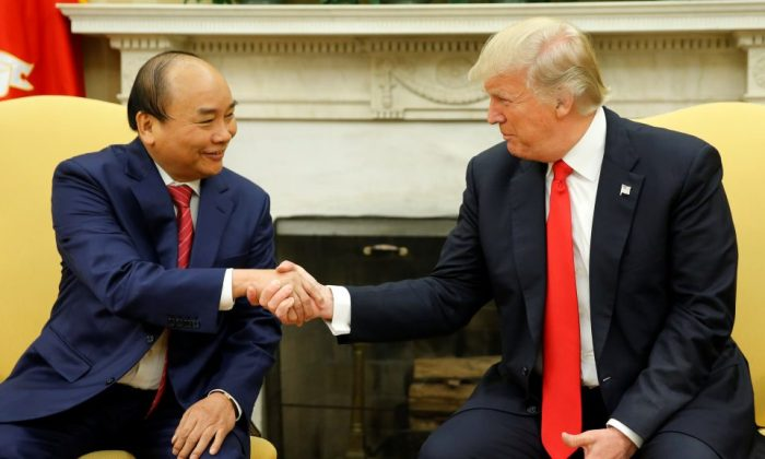 vietnam-us-nguyen-phuc-donald-trump-may-31-2017-960x576