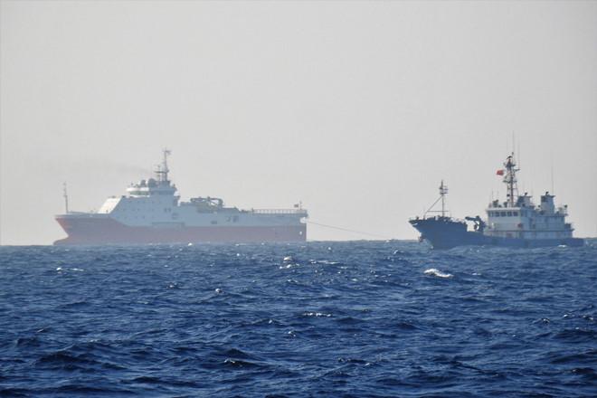 Tàu dân binh Trung Quốc bảo vệ vòng trong cho tàu Hải Dương Địa chất 8 khảo sát trái phép ở bãi Tư Chính - Phúc Tần, tháng 9.2019